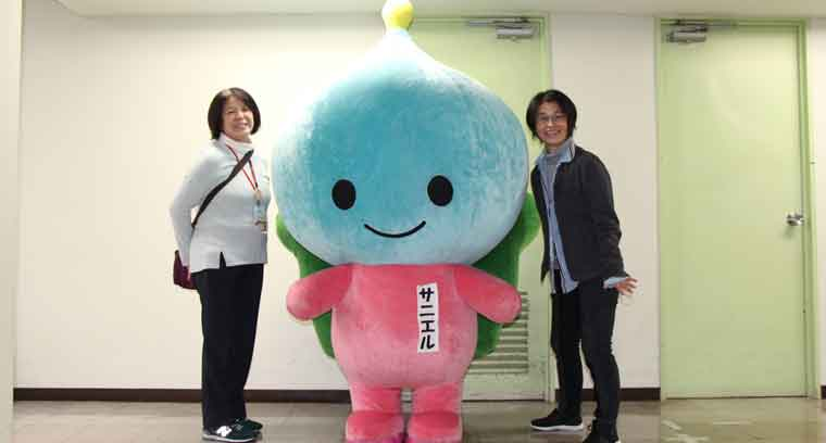 地球学校の丸山さん辻さんとサニエルの写真