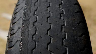 劣化したタイヤ