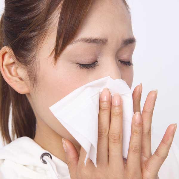 花粉症の女性の写真