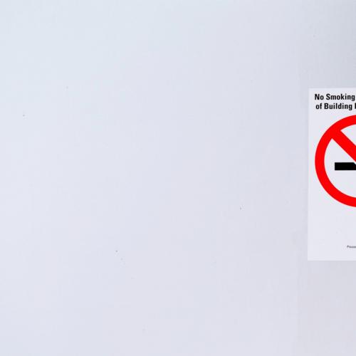 東京都や大阪府の飲食店、受動喫煙防止条例は国より厳しい!? 改正健康増進法との違いとは?