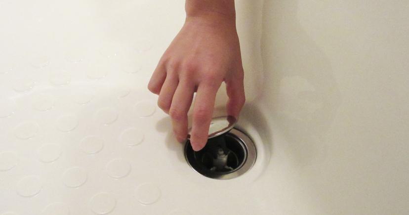 ワンプッシュ排水栓を上からおす手