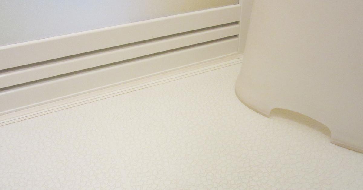 浴室の凹凸床のカビや汚れはゴミ袋を使って落とす