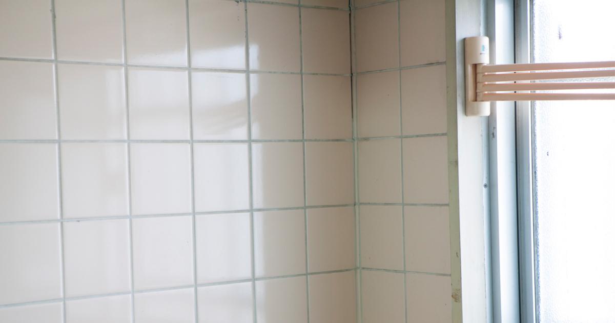 キッチンのタイル壁の写真