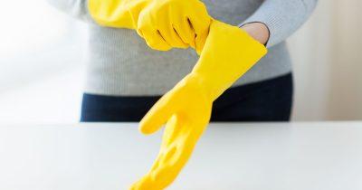 ゴム手袋をしてお風呂を洗う人は4割ほど