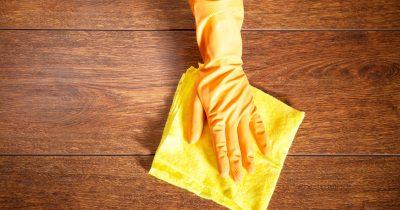 家庭の2件に1件は、自分でフローリングにワックスを塗っている(アンケート調査)